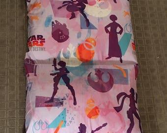 Girl Star Wars Pillowbed holds 5 pillows