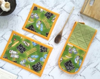 Novelty Oven Glove / Oven Mitts and Hot Pads, Cricket Gift Unique Foodie Gifts, Chef Gifts for Men, Cool Gift Ideas, Sports Fan Gifts, Green
