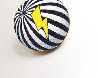 Round pin has stripes and zipper