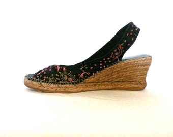 Embroidered Espadrilles---Made in Spain---Size 40 Women's 9---Open Toed Black Wedges
