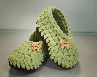 Crochet Baby Shoes with Butterfly