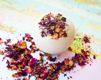 Rose bath bomb, bath fizzy, bath ball, natural bath bomb, bath with rose petals, bath bomb with french pink clay, moisturising bath bomb