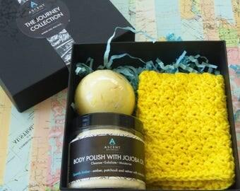 soak and scrub gift box, amber spa set, pamper gift set, spa gift box, luxury pamper set, yellow themed pamper set, bath and body gifts