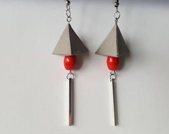 Origami pyramid light grey earrings