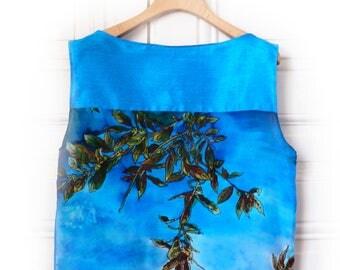 Hand painted wild silk top, gift for her, blue silk blouse, summer top, handcrafted womens top, blouse en soie,haut en soie pour femme