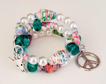 Memory wire spiral Wire Bracelet white, green glass beads and white, green paper beads