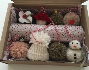 The little christmas box. Christmas decorations. Handmade Christmas decorations. Pompom decorations.