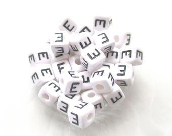 10 pearls Alphabet E acrylic 10 * 10mm