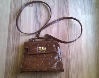 lack leather bad in trapez form purse