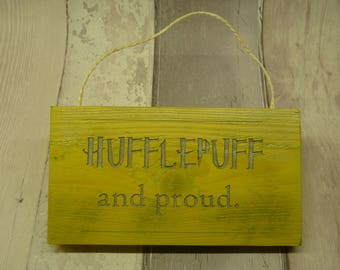 Harry Potter. Hogwarts. Hufflepuff. Wooden hanging sign.