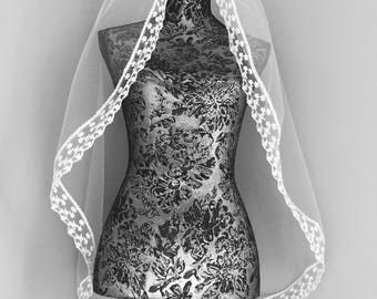 Beautiful Vintage Single-Tiered / Layered Fingertip Length Wedding Veil with Vintage Crochet Trim - Available in Ivory