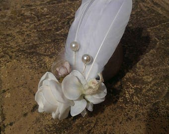 White feather and flower hair slide