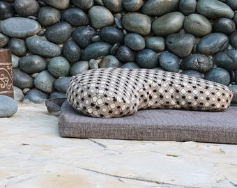 melloBe Meditation Cushion - Black and White