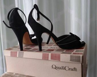 1950's strappy pinup pumps, black velvet, bombshell, qualicraft, peep toe, stilleto, rockabilly, vintage 50s, bow mesh heels