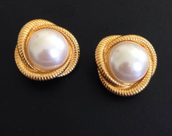 Signed AK vintage gold tone and pearl clip on earrings