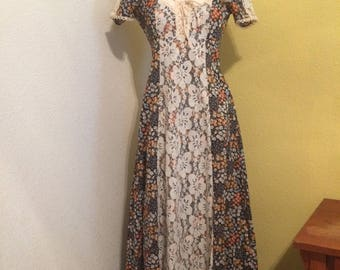 1970s Country Edwardian Victorian Prairie Corset Lace up Floral Dress
