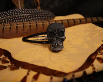 Hair Clips clips with skull (right)
