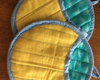 Yellow and teal pot holders pair