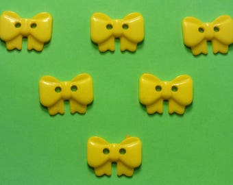 LOT 6 buttons: bow with 17mm
