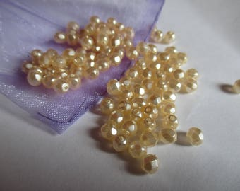 25 4 mm Pearl cream Czech faceted beads