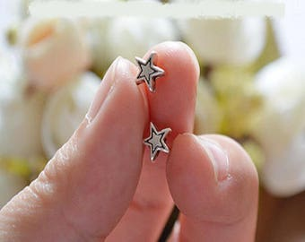 20 pretty beads in antique silver stars, 6mm