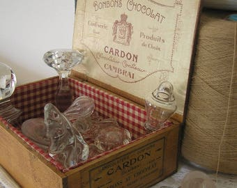 Antique box for chocolates, with its tags, wooden redesigned