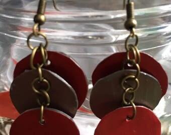 Dangling earrings in red and gold metallic coffee capsule