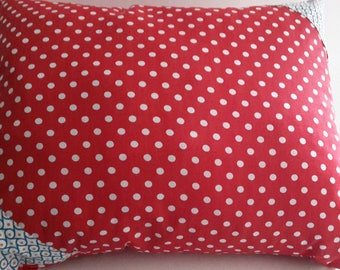 Cushion cover 50 x 40 cm red with white polka dots. geometric patterns