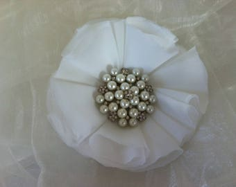 13 cm white chiffon with Rhinestone flower