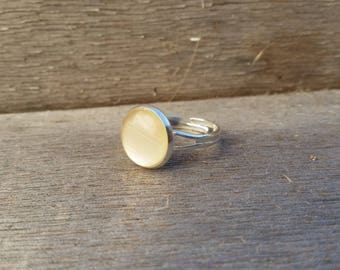ring adjustable white beige color