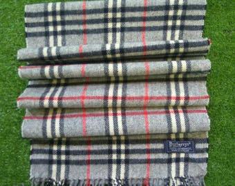 Burberrys scarf 100% lambswool