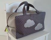 Valisette/vanity grand modèle pour bébé/enfant mixte en coton gris foncé et beige brillant. Petite valise souple en tissu. Motif nuage