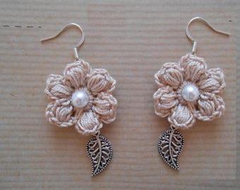 Beige crochet Flower Earrings