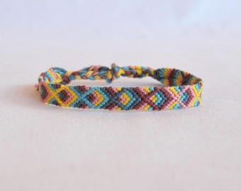 Maroon pink blue yellow Friendship Bracelet patterns geometric bracelet hippie fancy Brasilda Katia