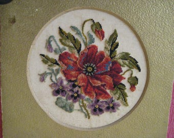 Antique embroidery in small ktuissteekjes
