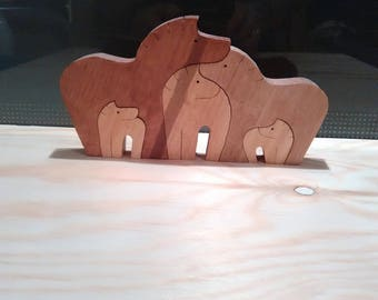 Puzzle: (Wood pine) horse family