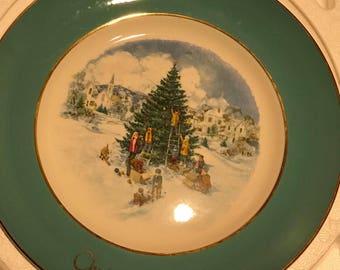 "Vintage Avon Christmas Plate 1978 ""trimming The Tree"""
