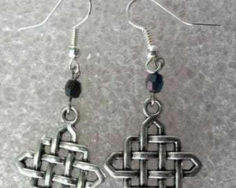 Earrings silver Celtic pattern and Black Pearl or purple