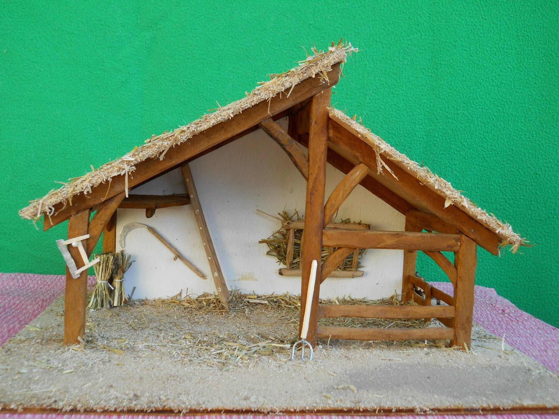 Cr che de no l fait main en bois no lla avec - Fabriquer une creche de noel en bois ...