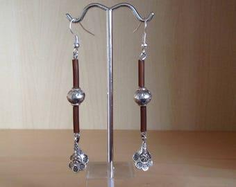 Metal flower charm Pearl drop earrings