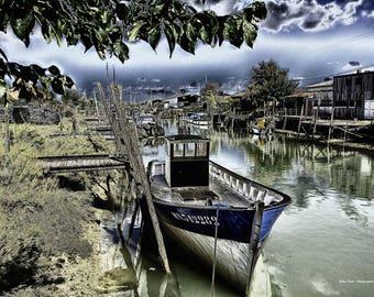 Fishing boat - channel from Boyardville (Charente Maritime)