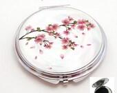miroir de poche refermable , cabochon resine fleur de cerisier