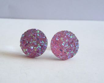 Very pretty earrings in silver with pink round cabochon with shiny sequins.