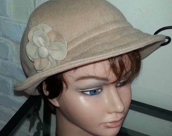 """""""Cloche"""" hat in Camel wool"""