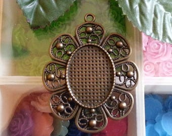 top: 30 x 22mm cabochon antique bronze flower pendants with alloy, lead and nickel free, 61 x 50 x 2 mm.