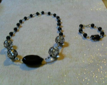 set (necklace and bracelet) chic, classy and modern (black and silver)
