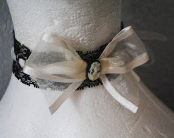 Neckband Choker with black lace and organza ivory camay bow