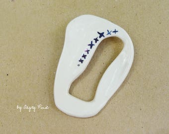 brooch made of ceramic white and blue patterns