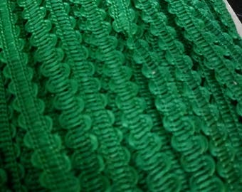 1 meter of SERPENTINE 8 mm wide green RICKRACK trim