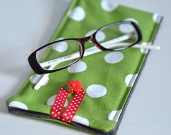 étui à lunettes pop vert olive à pois et gris